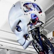 Micromotores en robot Kenshiro